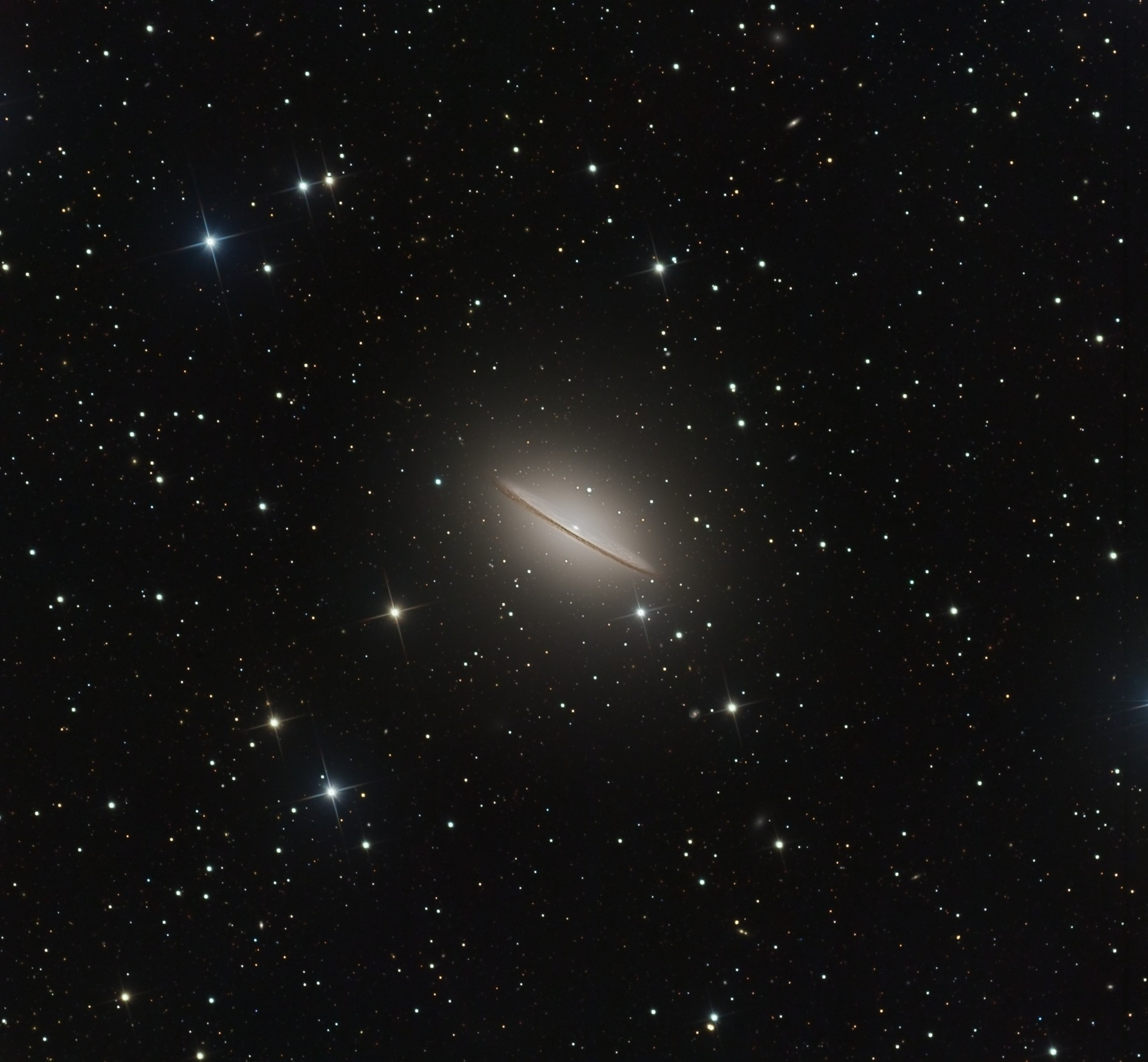 Astrophoto: Awesome Views of a Sombrero in Space